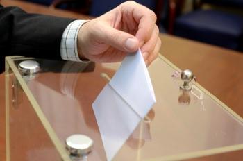 LE PS en bonne position dans les sondages, l'UMP en difficulté