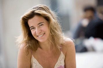 Valérie Gans a de l'esprit, du style, le sens des dialogues, des fausses pistes, de l'effet « bombe à retardement » : un scénario assuré ! Toxique, of course !