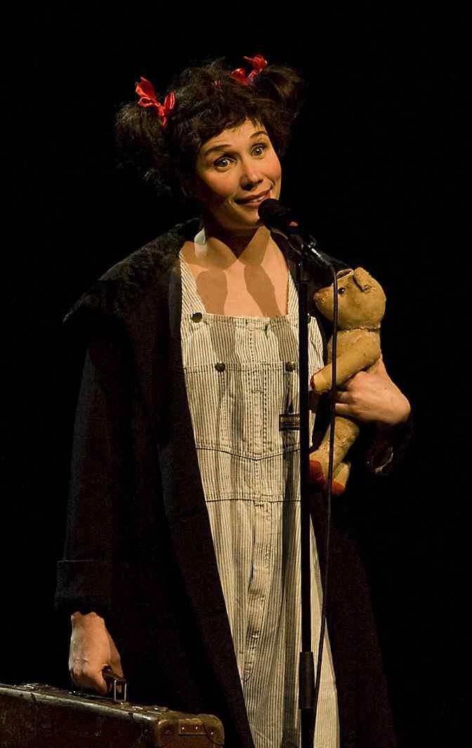 Beaucoup d'humour et de tendresse dans l'interprétation des deux acteurs à vivre du 1er au 31 décembre 2011 au Théâtre Antoine. Un moment magique.