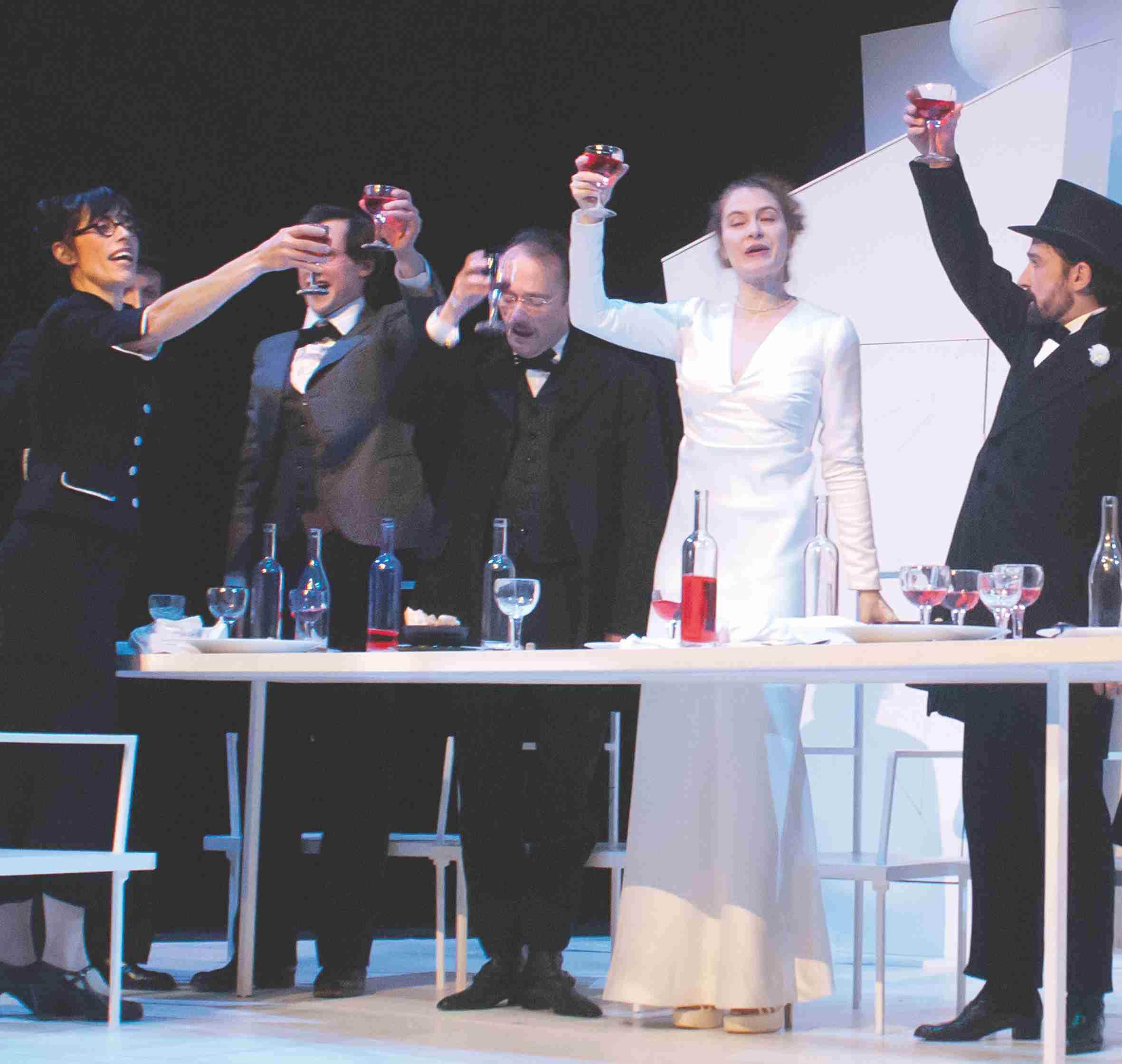 la rose, la bouteille et la poignée de main
