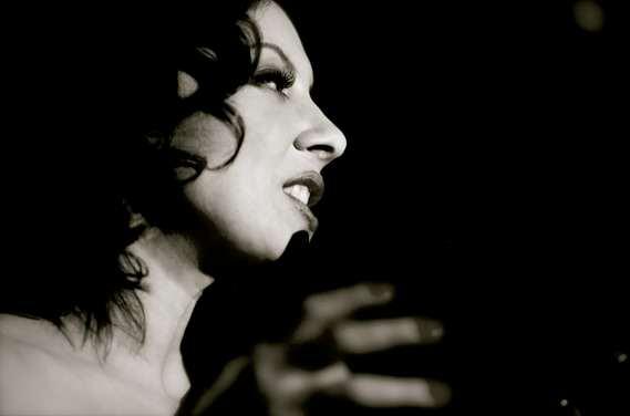 Eva Cortés - Noah Shaye